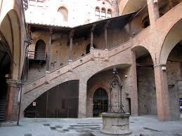 il cortile re panoramio photo of palazzo re enzo cortile