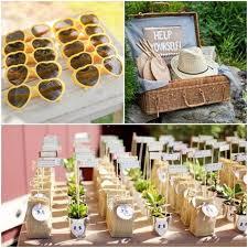 idã e cadeau mariage pas cher coeur jaune lunettes eventails chapeau paille déco de mariage