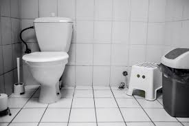 black toilet black stool what causes it and when to visit the doc