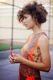 cheveux bouclã s coupe les 25 meilleures idées de la catégorie coupes de cheveux bouclés