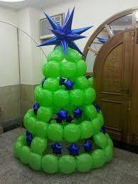 balloon christmas tree the blue mylar stars produce a nice