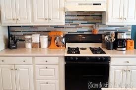 Unique And Inexpensive DIY Kitchen Backsplash Ideas You Need To See - Painted kitchen backsplash