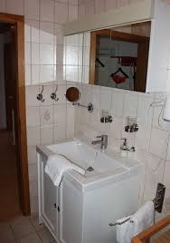 badezimmer hã ngeschrã nke wohnzimmerz badezimmer waschbecken with musterhauspark ideen