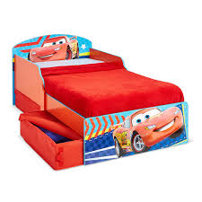 chambre enfant cars petit lit enfant cars apart king jouet décoration de la
