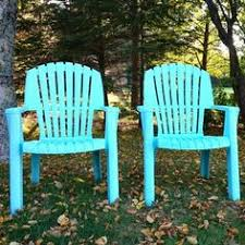 use painters tape to create stripes on plastic lawn furniture