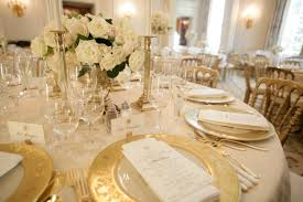fair picture of white wedding table decoration using white rose