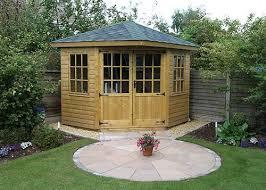 Summer House For Small Garden - the 25 best corner summer house ideas on pinterest summerhouse