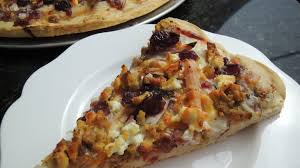 thanksgiving pizza is the best way to use leftovers