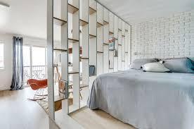 comment disposer les meubles dans une chambre aménager une chambre dans un studio conseils et astuces studios