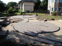 Paver Patio Installation by Paver Patio Installation With Fountain Connecting The Circles