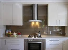 Buying Guide Kitchen Backsplashes - Glass backsplashes
