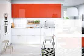 cuisine ikea blanc brillant une cuisine complète aux portes et tiroirs blanc brillant ringhult