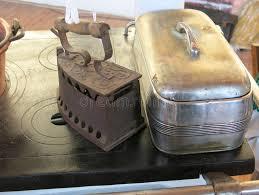 fourneau de cuisine fer plat antique au dessus du vieux fourneau de cuisine photo