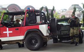 zombie response jeep tales from the zombie apocalypse life goes on in the quarantine zone