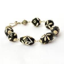 design accessories handmade bracelet having black beads with flower design using