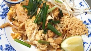 cuisine thailandaise cuisine pad poulet gai ผ ดไทยไก avec chef