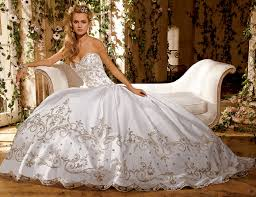 Elegant Wedding Dresses How To Choose The Best Ball Gown Wedding Dresses Interclodesigns