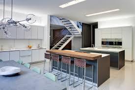 coin repas dans cuisine design interieur îlot de cuisine coin repas bluthaup bar bois