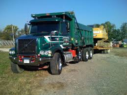 volvo 800 truck file volvo vhd84b tri axle dump truck jpg wikimedia commons