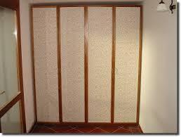 carta da parati su armadio legno fantasia