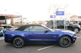 Black Convertible Mustang Photo Gallery 2013 Ford Mustang Convertible In Deep Impact Blue