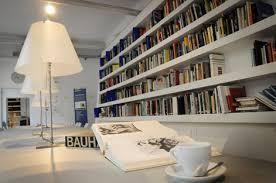librerie bianche in libreria per un caff礙 stradesign