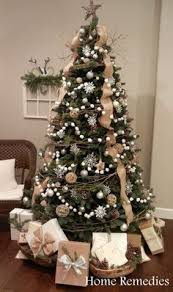 Sheet Metal Christmas Decorations by Best 25 Metal Christmas Tree Ideas On Pinterest Christmas Tree