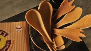 edible spoon edible spoons promise to be tasty while saving the planet