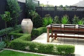 Exotic Italian Garden Design With Big Gucci And Wooden Table - Italian backyard design