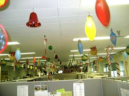 best 90 office christmas themes decorating design of 100 ideas