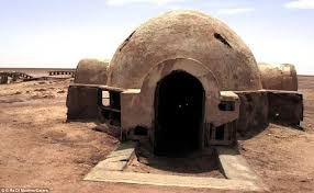 abandoned star wars sets deep tunisian desert mos espa