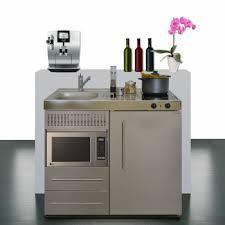 cuisiner avec un micro onde kitchenette 100 cm de large avec un micro ondes et un réfrigérateur