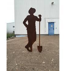 edelrost figur gärtner paul mit schaufel zum stecken rostig garten