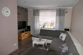 Wohnzimmer Einrichten Mit Schwarzer Couch Uncategorized Geräumiges Wohnzimmer Schick Und Wohnzimmer Ideen