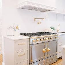 white kitchen cabinets with gold hardware white kitchen cabinets with brass hardware design ideas