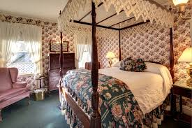 couples getaway on marthas vineyard queen bed rooms