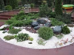 steingarten anlegen weisser dekorativer kies schwarze lavasteine