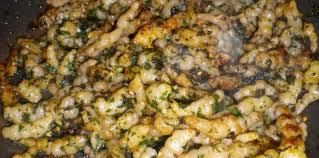 cuisiner les crosnes poêlée de crosnes à la ciboulette facile recette sur cuisine actuelle
