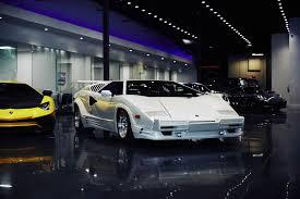 lamborghini car dealerships romancing the supercar buyer how luxe car dealers clinch a sale