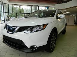 2017 nissan murano platinum white 2017 nissan rogue sport sl glacier white all wheel drive video