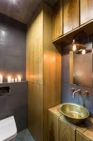 Interieur Mit Rustikalen Akzenten Loft Design Bilder Originelle Weinregal Design Idee In Einem Apartment In Kiew