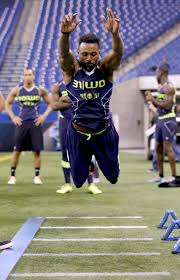 Nfl Combine Wr Bench Press Wide Receivers Working Out At The Combine Los Angeles Chargers