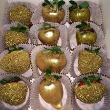 where to buy chocolate dipped strawberries gold chocolate covered strawberries weddings