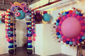 ballon delivery nyc nyc balloon artist entertainer corporate events