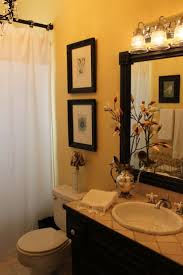 Ideas To Decorate A Small Bathroom by Best 25 Yellow Bathrooms Ideas On Pinterest Yellow Bathroom