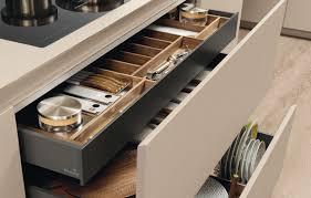 Divisori Cassetti Cucina by Come Organizzare La Cucina In 5 Mosse Casafacile