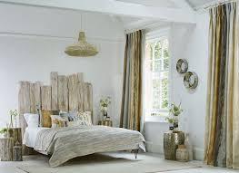 chambre deco bois tête de lit bois flotté une décoration romantique qui respire la