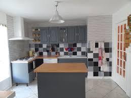 peindre cuisine rustique cuisine rustique repeinte en blanc avec meuble rustique repeint