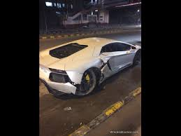 bugatti crash lamborghini aventador lp700 4 crashed into a curb at new delhi