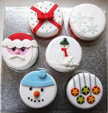Christmas Cake Decorations Homemade by 9 Best עוגות לחג המולד Images On Pinterest Christmas Cakes